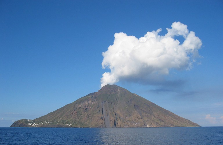 Стромболи вулканы