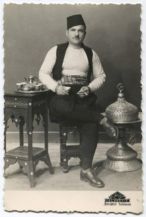 Тәмәке тартып утырган кеше фотосы, Сараево, 1914 елга кадәр, tumblr