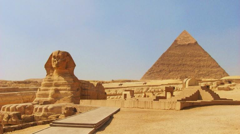 Сфинкс һәм пирамидалар