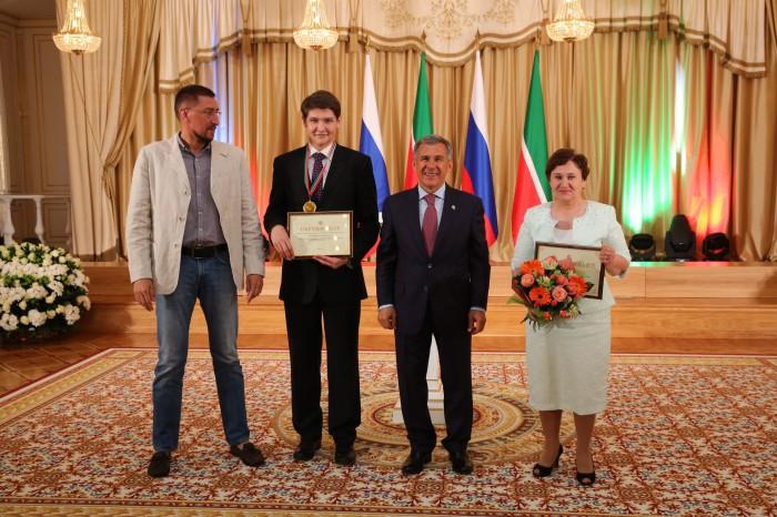 Яшь галим Татарстан Президенты Рөстәм Миңнеханов белән