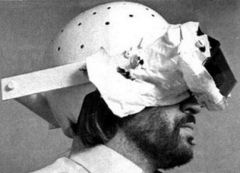 Инвертоскоп кигән кеше, © wikimedia
